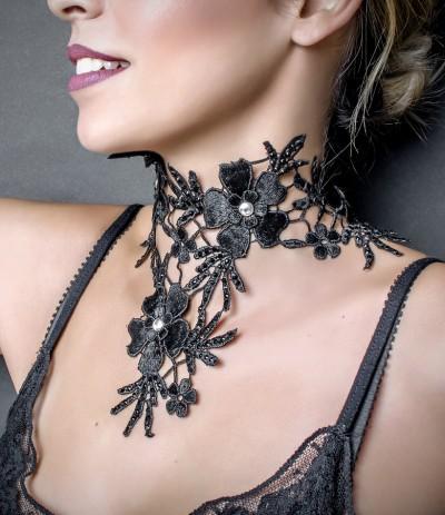 VENUS - BLACK (Gargantilla)